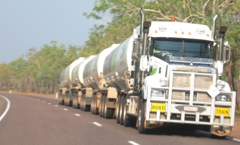 Quelle: Holger Gatz, 2011, Road Train bei Darwin, Australien