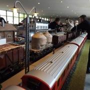 Der Rollwagenzug mit den Echtdampfern bei einem Nothalt, Quelle: Holger Gatz