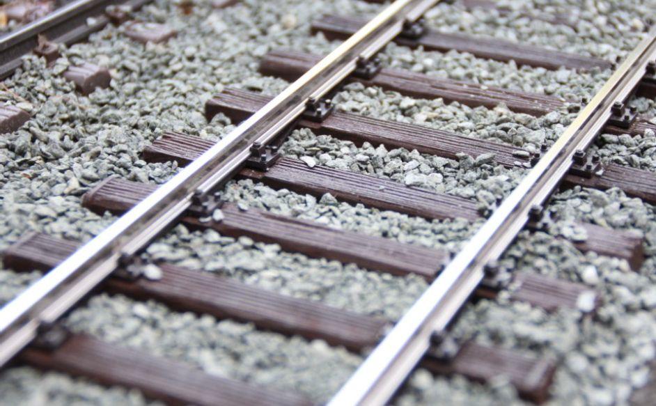 Code 250-Gleis, deutlich näher am Original und aus Edelstahl, Quelle: Feld Garten- und Großbahnen